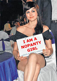 Yana Gupta no panty